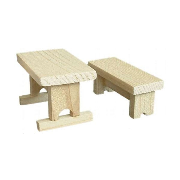 Holztisch mit Bank